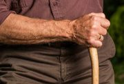 Riesgo y Beneficio de los AINEs en personas mayores