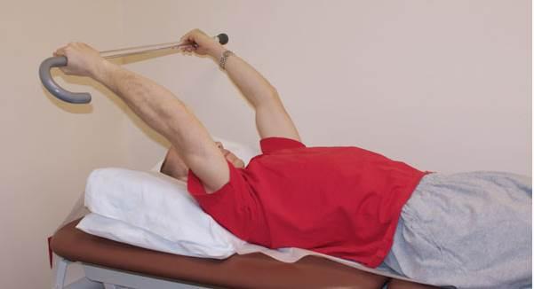 Estiramiento con elevación del hombro 1